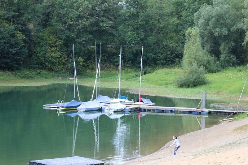 Auf dem Jugendzeltplatz Aggertal haben alle Spaß. Im Wasser und auch an Land.