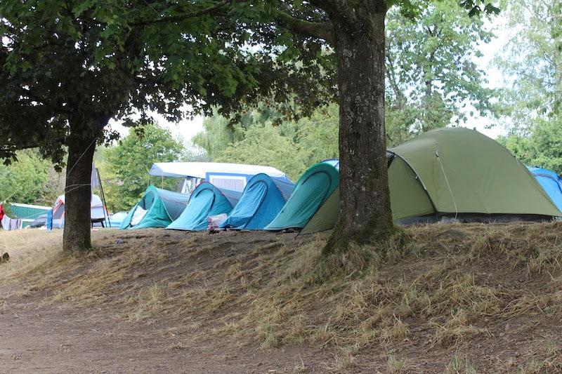 Zelten direkt am Wasser. Diese Möglichkeit bietet der Jugendzeltplatz Aggertal.