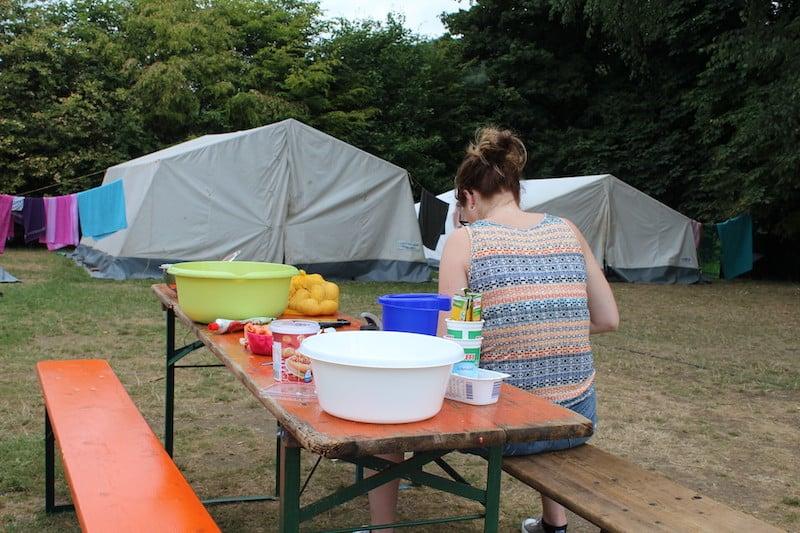 Kochen für eine ganze Kompanie. Der Jugendzeltplatz Aggertal hat auch Platz für große Zelte.