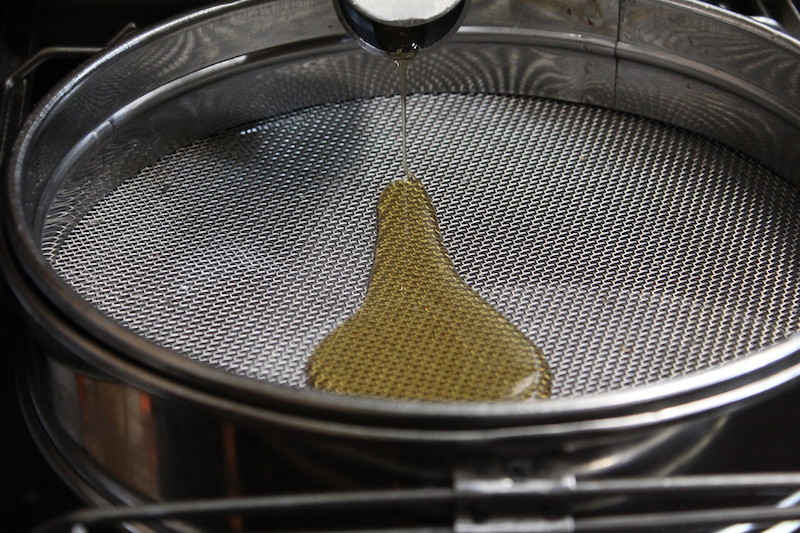 Der Honig wird auch als flüssiges Gold der Bienen bezeichnet.